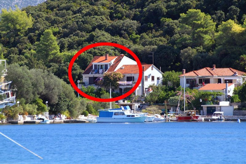 Korcula Apartment Sleeps 4 with Air Con - 5469264, vacation rental in Medvinjak