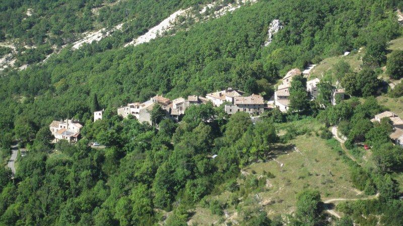 Vakantiehuis in bergdorp te huur in Alpes de Haute Provence, alquiler vacacional en Saint-Julien-du-Verdon