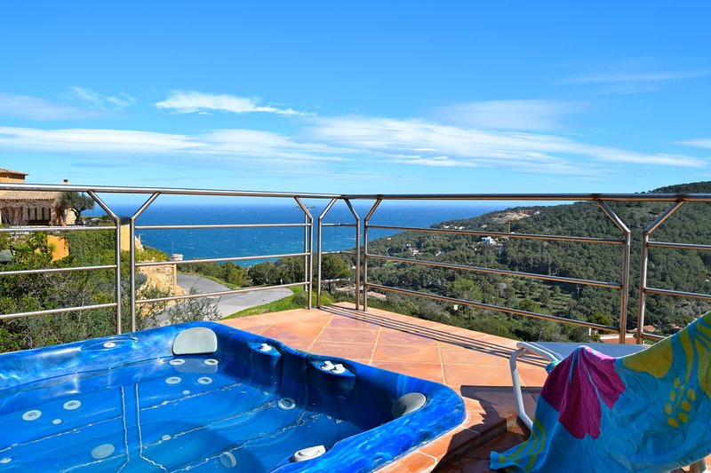 Villa with a fantastic design, spectacular sea view in Sa Riera. Jacuzzi. SA PUNTA COSTA BRAVA