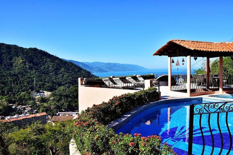Stunning ocean and mountain views from Casa Patricia in Mismaloya, alquiler de vacaciones en Cabo Corrientes