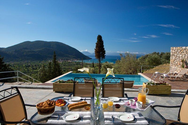 Villa with private pool & stunning sea view near Vasiliki, aluguéis de temporada em Ponti Agiou Petrou