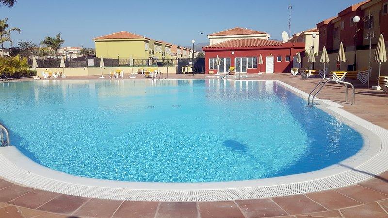 Large pool and solarium