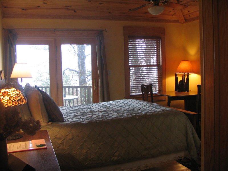 Una de nuestras habitaciones con una cama doble y una vista Tempurdic
