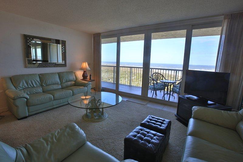 Wohnzimmer mit herrlichem Blick auf den Ozean.