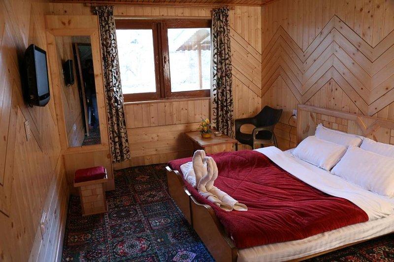 Tulip Cottage Pahalgam (Double Room 3), holiday rental in Anantnag District