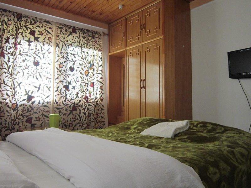 Tulip Cottage Pahalgam (Double Room 4), holiday rental in Anantnag District
