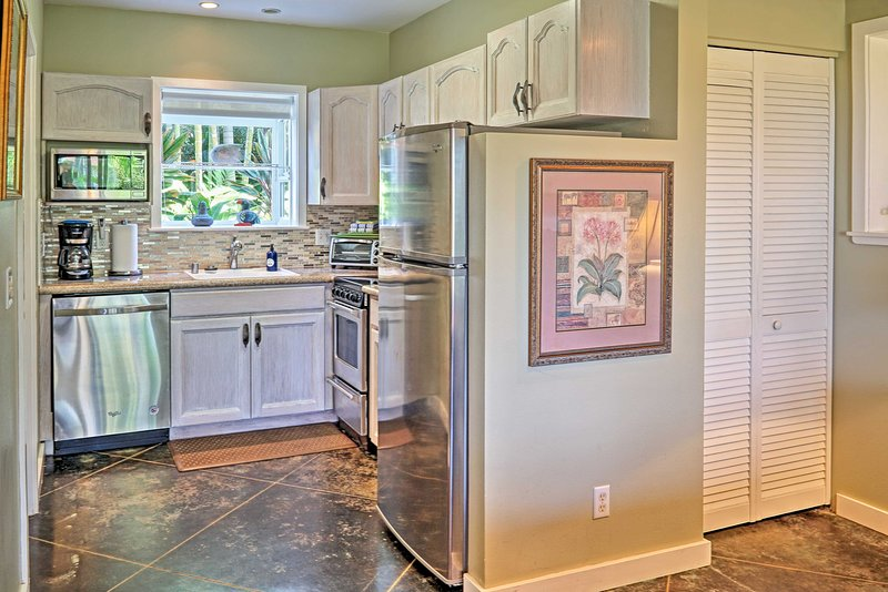 This fully equipped kitchen has been recently updated.