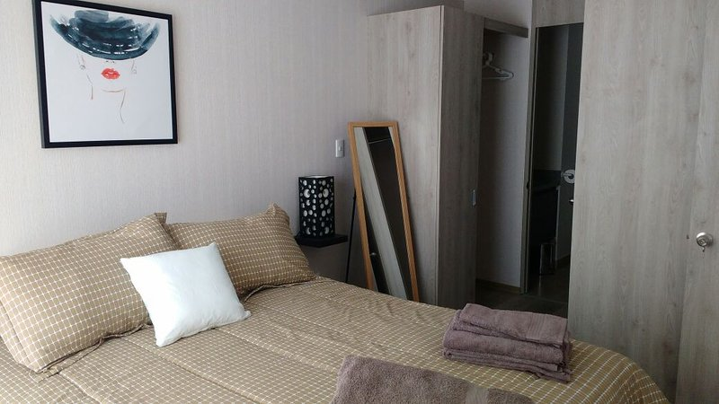 cama queen size, closet andar e casa de banho completa