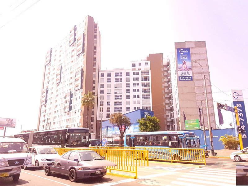Building (Condominio Serk)