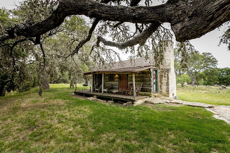 Grape Creek Bungalow Fredericksburg Vacation Rental