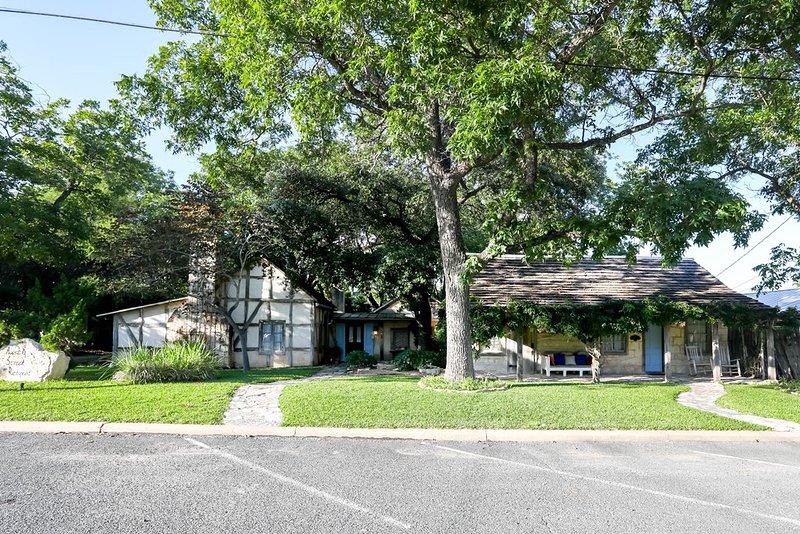 Austin Street Retreat (All), vacation rental in Fredericksburg