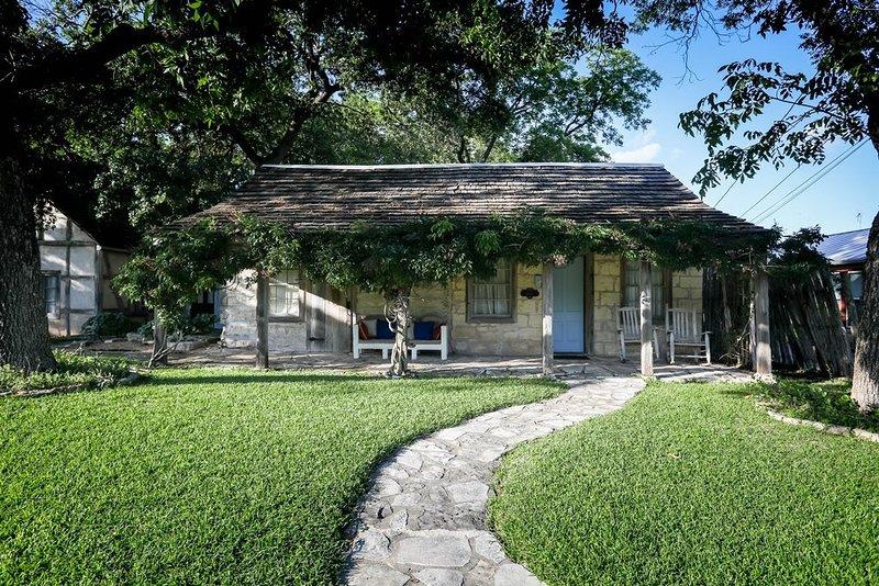 Austin Street Retreat Maria, vacation rental in Fredericksburg