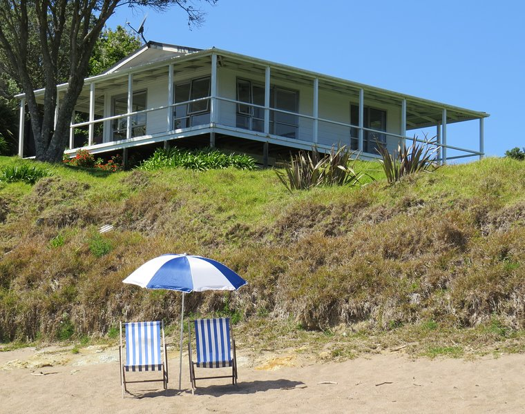 Beachfront Escape - Tapeka Bach, holiday rental in Rawhiti