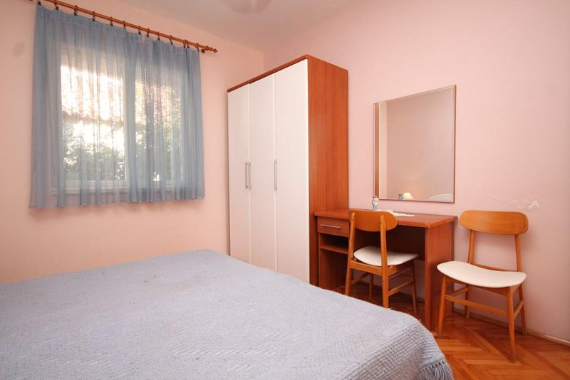 Bedroom 4, Surface: 13 m²