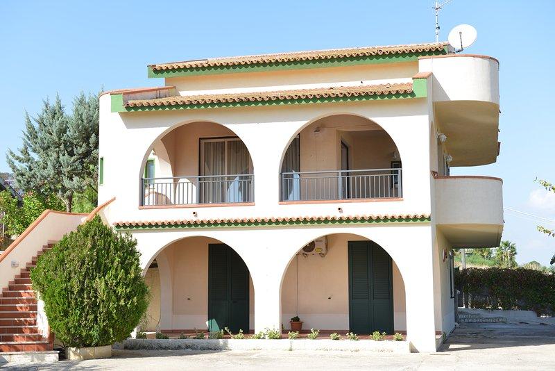 Appartamento In Villa al Mare, holiday rental in Porto Palo