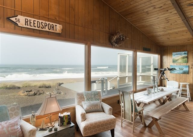 Amazing oceanfront home located on miles of sandy beach with plenty of room, holiday rental in Lincoln Beach