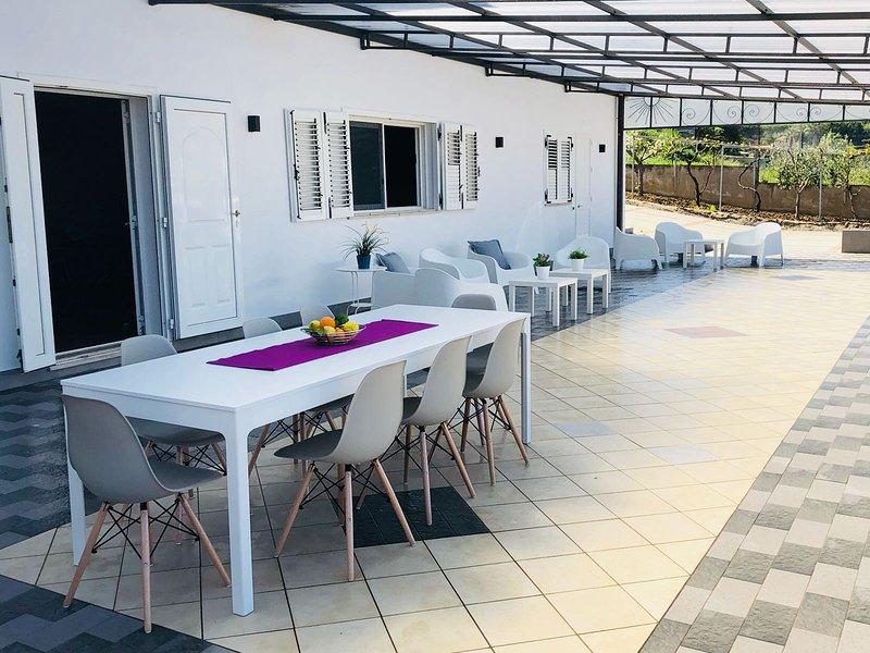 WhiteVilla Appartamento Pacifico 10 posti, vacation rental in Alcamo Marina