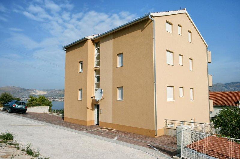 Mastrinka Apartment Sleeps 6 with Air Con - 5470166, holiday rental in Zedno