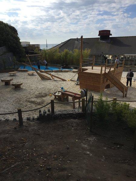 Parque de juegos en Alum al lado del restaurante Vesuvio menos de 5 minutos a pie del apartamento