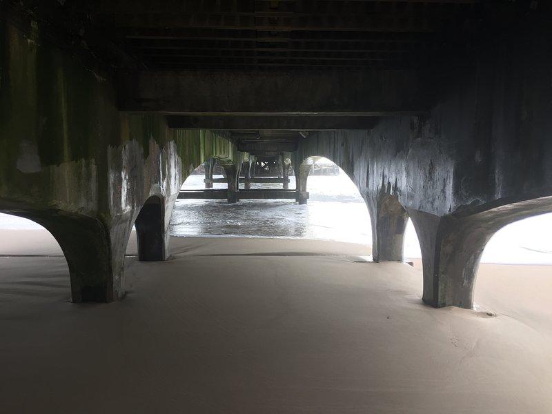 Bajo el muelle de Bournemouth