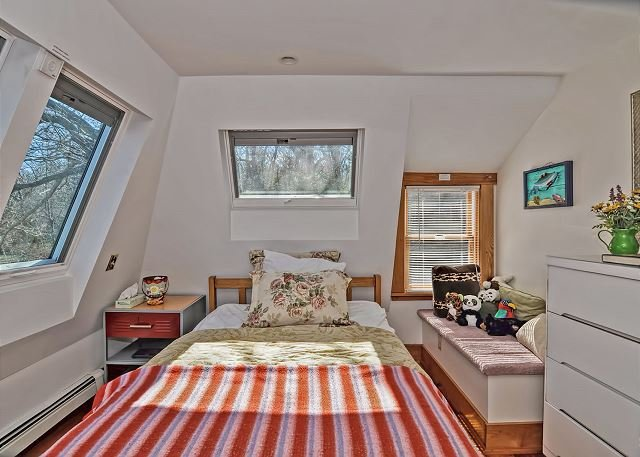 Quarto 1: Brilhante e ensolarado quarto completo.