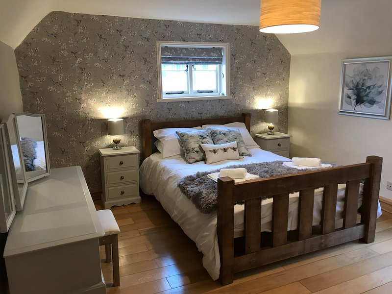 Mill Cottage - Next to the oldest working water mill in Nottinghamshire, holiday rental in Markham Moor