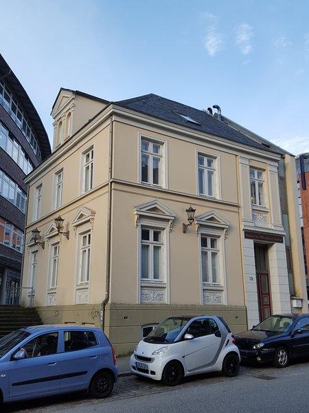 Apartment 'Op'n Deck' Harmsstr. 13: Moderne Ferienwohnung im Zentrum von Kiel, holiday rental in Kiel