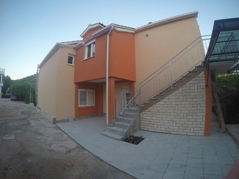 Two bedroom apartment Marina, Trogir (A-11607-a), alquiler vacacional en Gustirna