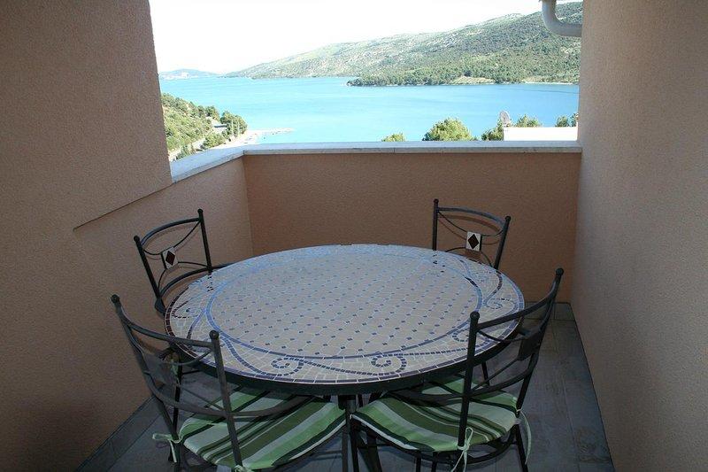 Vinisce Apartment Sleeps 4 with Air Con - 5470696, alquiler vacacional en Gustirna