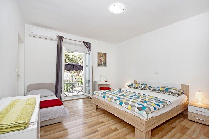 Makarska centre - wonderful new apartment, location de vacances à Makarska