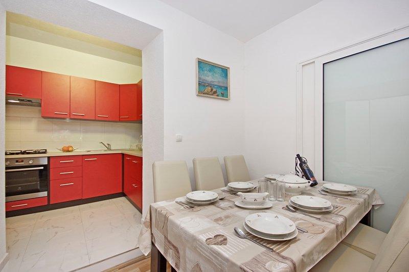 Makarska centre - Beautiful new studio apartment, location de vacances à Makarska