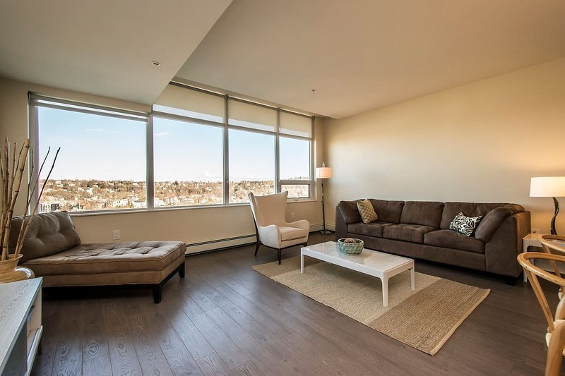 Enormous 2 Bedroom Suite at King's Wharf, vacation rental in Fall River