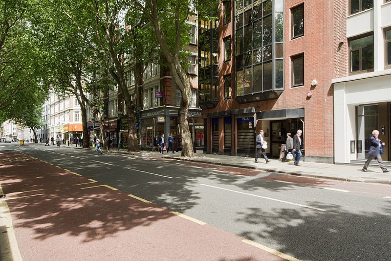 Located centrally on a leafy London road moments from Chancery Lane underground