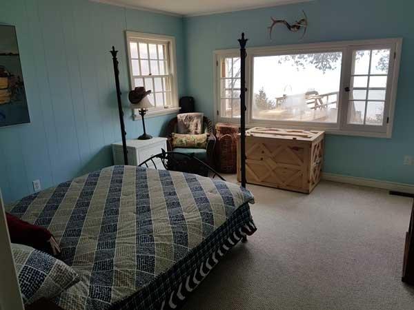 Dormitorio 1 - visión alternativa de la gran ventana y múltiples ventanas