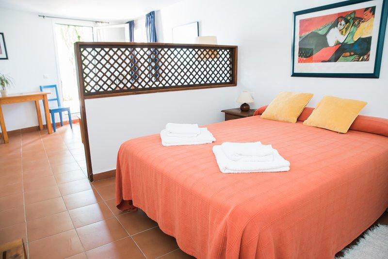La Galbana, apartamentos rurales, estudio con piscina – semesterbostad i Vejer de la Frontera