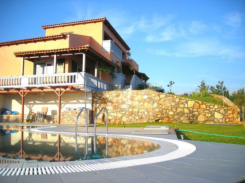 Melissa Luxury Villa Suites with pool & sea view, vacation rental in Almyrida