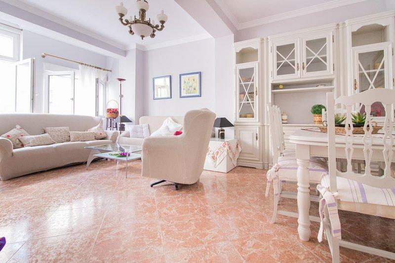 Gran Via Five Bedroom Apartment, casa vacanza a Atarfe