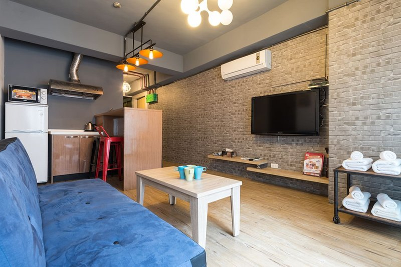 ZEN03 Taipei 101 Station 5mins Cozy+Center, holiday rental in Zhongshan District