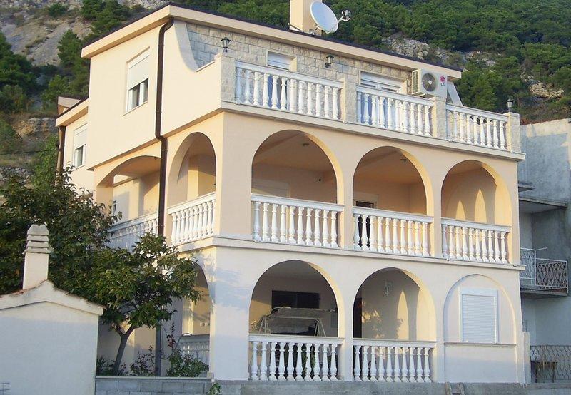 Lile - comfortable apartment and 3 bedrooms: A1(6+2) - Pisak, location de vacances à Pisak