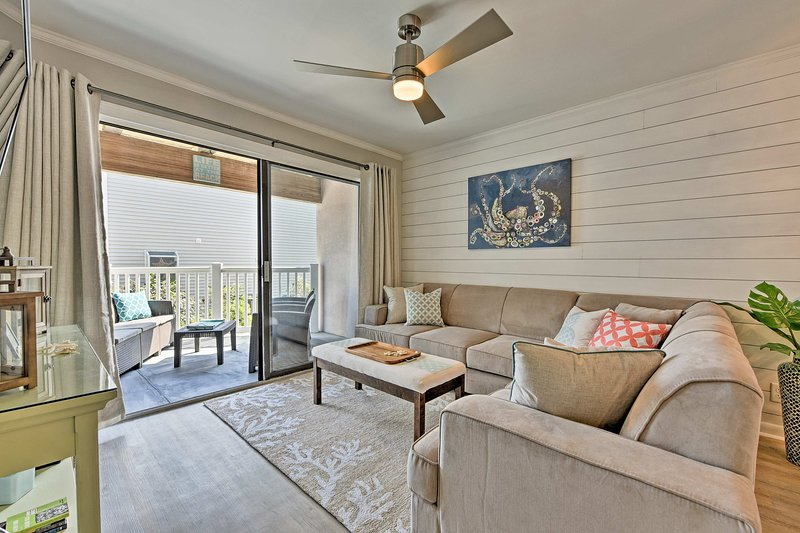 Unwind in this 2-bedroom, 2-bathroom vacation rental condo on St Simons Island.