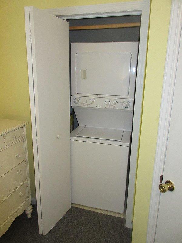 washer-dryer in bedroom 3