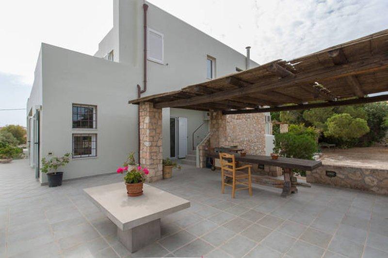 Modern Waterfront Villa, holiday rental in Aegina Town