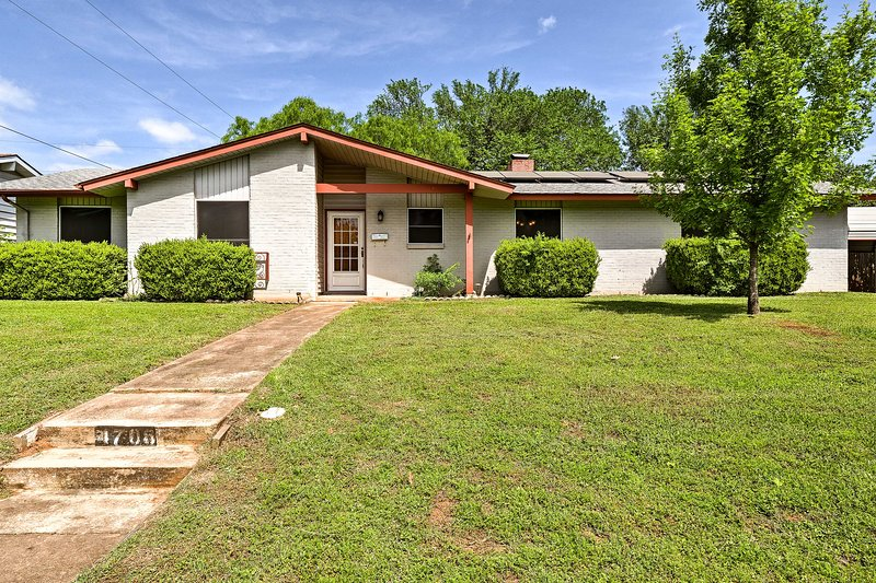 Relax at this gorgeous 3-bedroom, 1-bath vacation rental home in Austin!