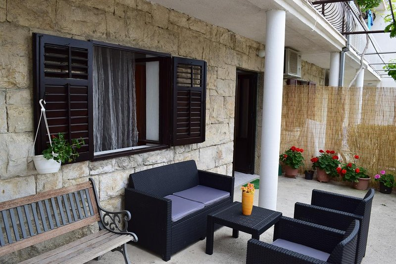Dubrava Apartment Sleeps 2 with Air Con - 5471509, holiday rental in Kamen