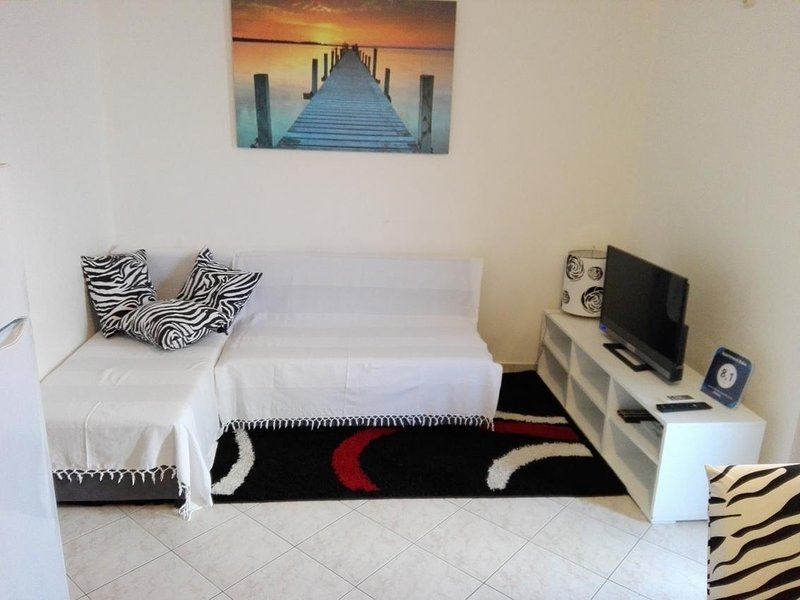 Dubrava Apartment Sleeps 2 with Air Con - 5471507, holiday rental in Kamen