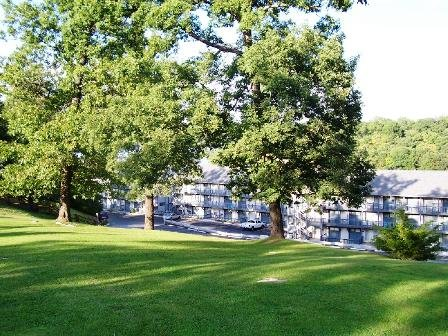 Charming Lake Front Condo C208, vacation rental in Osage Beach