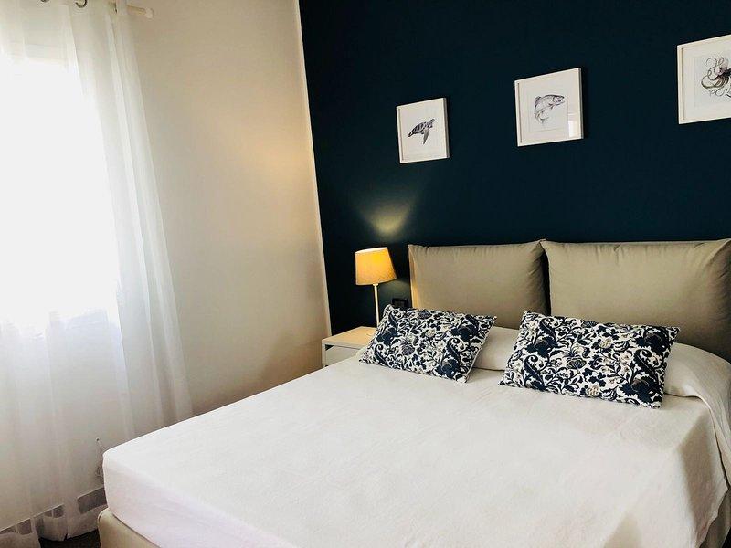 White Villa - Camera Tirreno Vista Mare 2+1, vacation rental in Alcamo Marina