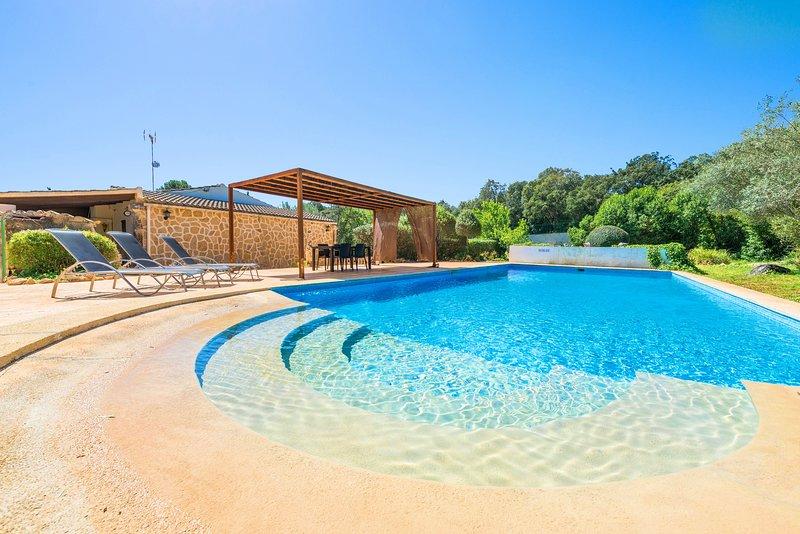 VILLA BRENDA - Villa for 6 people in Sa Pobla, location de vacances à Sa Pobla