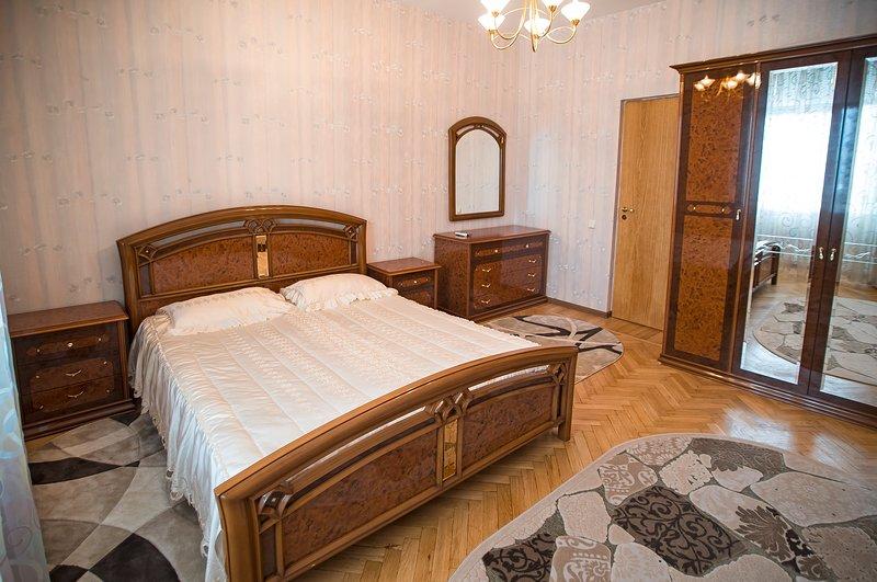 Camera da letto con balcone e A / C