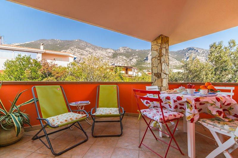 CASA MANDARINO: nuovo e comodo attico, 5 persone, holiday rental in Cala Gonone